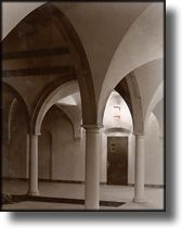 Black and White Picture of Arches, Torrance High School